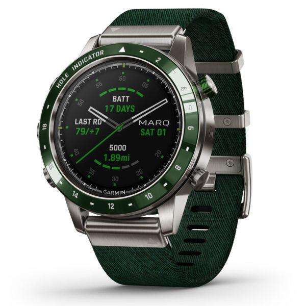 Garmin MARQ(TM) Golfer smartwatch armbåndsur i titanium med grøn nylomrem